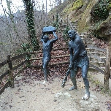 A statue of two hominids